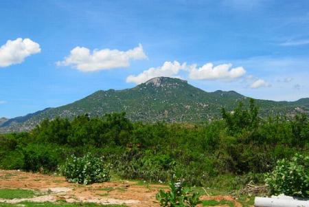 (Núi Chà Bang – nơi Dzũng Chinh nằm xuống)