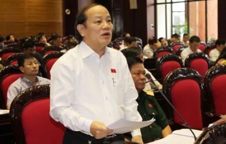 Đại biểu Huỳnh Nghĩa (Đà Nẵng) phát biểu thảo luận về dự thảo Luật đầu tư công - Ảnh: TTXVN