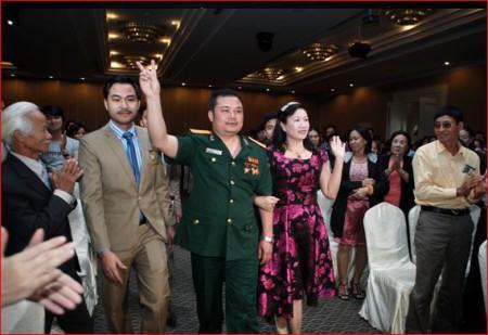 Ông Lê Xuân Hà, người mặc quân phục, là Chủ tịch Hội đồng Quản trị Liên Kết Việt. Ông Hà còn là Chủ tịch Hội đồng Quản trị kiêm Tổng Giám đốc Công ty Cổ phần Tập đoàn Thiết bị Y tế BQP. Nguồn ảnh: website Liên Kết Việt