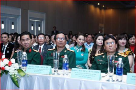 Các sĩ quan, cựu sĩ quan QĐND VN tham dự Đại hội hoa hồng của Liên Kết Việt