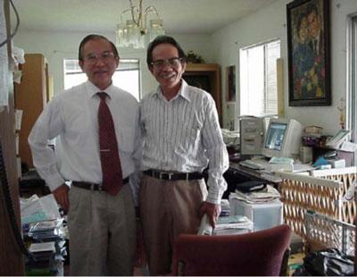 Từ phải: Nhật Tiến, Ngô Thế Vinh. Photo by Đào Nhật Tiến, Dallas