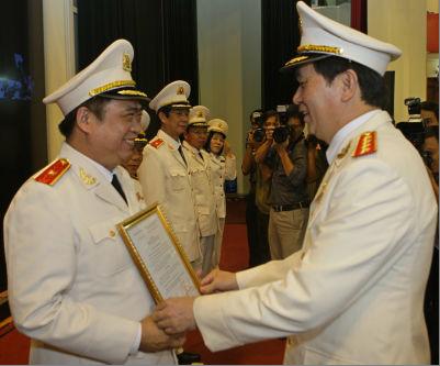 Ông Đỗ Hữu Ca - Giám đốc CA TP HP được thăng hàm Thiếu tướng. Ảnh & thú thích: báo Pháp Luật