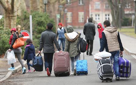 Hàng trăm ngàn người tị nạn hướng tới nước Đức