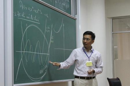Phùng Hồ Hải đang giảng toán