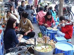 Người Việt ăn suốt ngày đêm? Ảnh minh họa