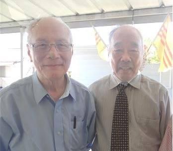 Tác giả Bằng Phong Đặng Văn Âu (bên phải)
