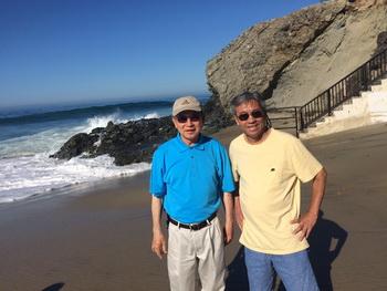 Phùng Nguyễn và Ngô Thế Vinh trên bãi biển Laguna Beach Oct 11, 2015