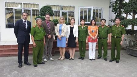 Ngày 24.04.2014 nghị sĩ Frank Heinrich vào nhà tù Thanh Xuân ở Hà Nội để thăm Đỗ Thị Minh Hạnh. Hai tháng sau Minh Hạnh được phóng thích vô điều kiện.