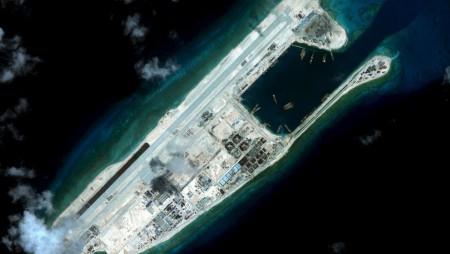 Đảo Đá Chữ Thập- Fiery Cross Reef- Trường Sa. Ảnh vệ tinh của Viện CSIS chụp được ngày 03/09/2015. Ảnh Reuters