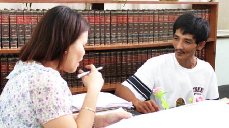 Anh Dũng trong cuộc làm việc với luật sư Philippines - Ảnh: Đình Dân