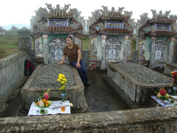 Mộ phần của Phan Khôi ở Việt Nam