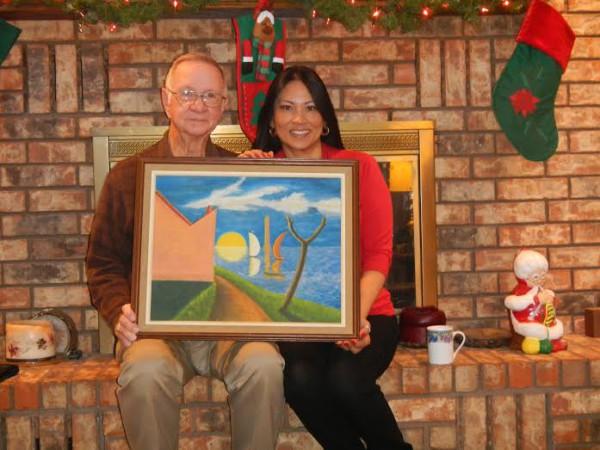 """Thầy Bill Mobly và cháu Erika """"khoe"""" bức họa do Phan Khôi vẽ tặng thầy Ruff Doyle năm 1963."""