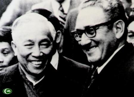 Nguyễn Đức Thọ và henry Kissinger. Ảnh Internet
