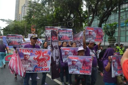 Người Phi biểu tình chống Trung Quốc bành trướng ở biển Đông.