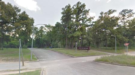 Lối vào các đường mòn trong công viên Memorial Park, Houston, Texas. (Hình: Google Map)