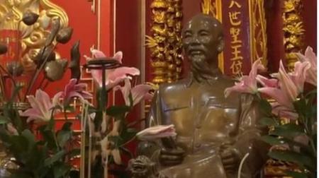 Tượng ông Hồ Chí Minh trong không gian tâm linh của Đại Sứ Quán VN tại Nga. Ảnh và chú thích: BBC