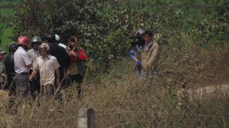 Truyền thông tới quay phim, nhưng mặc kệ lời kêu cứu của gia đình Minh Nhật