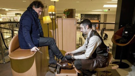 1 người đánh giày ở La Défense