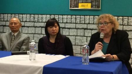 Buổi họp báo trưa 25/4 ở San Jose. Từ phải: Dân biểu Zoe Lofgren, cô Vũ Minh Khánh, luật sư Ngô Văn Quang