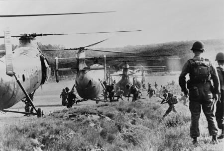 Một cảnh trong chiến tranh VN. Ảnh www.emaze.com