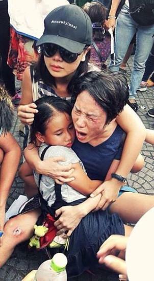 Người phụ nữ và con nhỏ bị đánh trong cuộc biểu tình vì môi trường sáng nay tại Sài Gòn