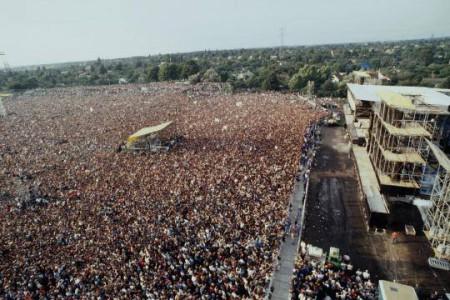 Bruce Springsteen trình diễn tại Đông Bá Linh tối 19 tháng 7, 1988