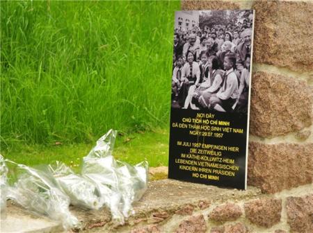 Nơi tưởng niệm ở Moritzburg gây nhiều ý kiến ngược nhau (Ảnh và chú thích của báo SZ)