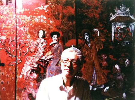 """hư Phong 1990 chụp trước bức danh hoạ """"Vườn Xuân Trung Nam Bắc"""" của Nguyễn Gia Trí  [nguồn: tư liệu ĐQA Thái & Nguyễn Tường Giang]"""