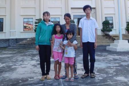 Gia đình bà Loan