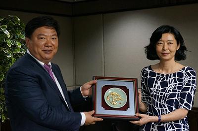 Hình 8: Quốc Văn Thanh – MCC (trái) và Vương Thụy Hoa – Formosa (phải) / tháng 4 năm 2015