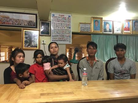 Bẩy người dân Tây Nguyên vừa đặt chân đến Cambodia, vào cuối tháng 6 năm 2016. Ảnh tư liệu của MIRO chụp tại chùa Samaki Raingsei ở Phnom Penh.