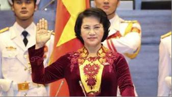 Bà Ngân tuyên thệ