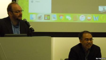 Giáo sư Peter Zinoman, bên trái, và Giáo sư Tường Vũ (ảnh Bùi Văn Phú)