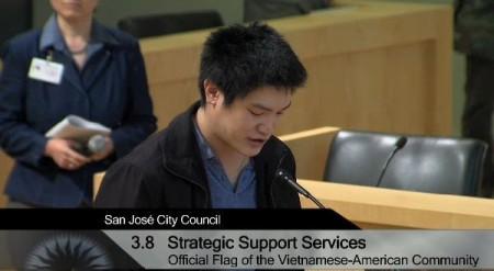 Sam Lê phản đối nghị quyết cầm treo cờ đỏ  (ảnh: SJC Webcast)