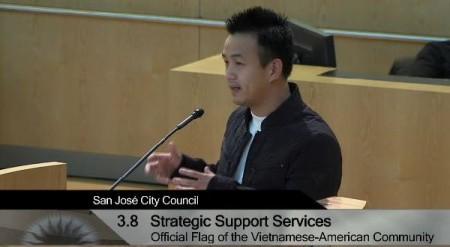 Quyền Mai ủng hộ nghị quyết cấm treo cờ đỏ (ảnh: SJC Webcast)