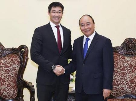 Giám đốc điều hành WEF Philip Roesler (nguyên Phó Thủ tướng Đức) và Thủ tướng Nguyễn Xuân Phúc