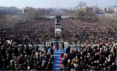 Quang cảnh lễ tuyên thệ của TT Obama năm 2009. Ảnh chụp từ tiền đình Quốc Hội, nhìn xuống đại Quảng Trường National Mall (ảnh của Boston.com)