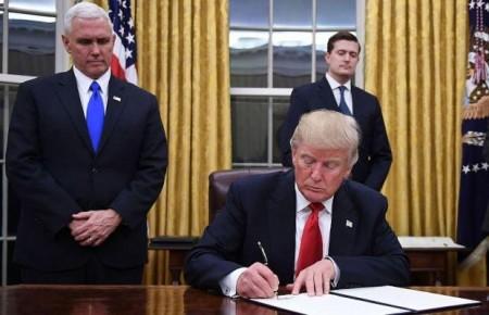 TT Donald Trump lỳ quyết định rút khỏi TPP