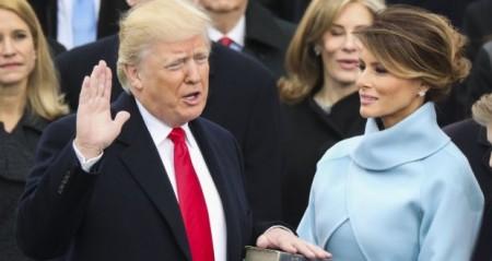 TT Donald TRump tuyên thệ. Ảnh The Irish Times