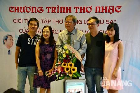 Nguyễn Văn Gia- đứng giữa- ảnh Interne