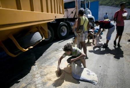 Venezuela đang khan hiếm thực phẩm. Ảnh AP