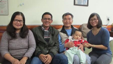Ảnh chụp trong nhà nhà văn Nguyễn Xuân Nghĩa, trước khi Huỳnh Anh Tú bị đánh