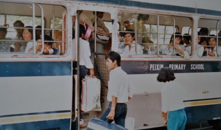 Thuyền nhân vượt biển trong trại tị nạn ở Galang, Indonesia 1986 (Ảnh: Bùi Văn Phú)
