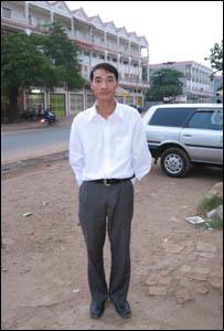 Ảnh Lê Trí Tuệ (April 2007) khi vừa sang đến Campuchia. Nguồn: BBC