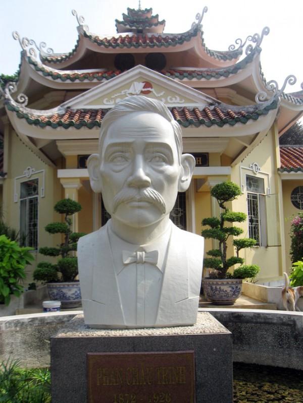 Tượng và đền thờ Phan Châu Trinh