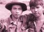 Tấm ảnh hai người lính